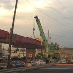 Tráfico complicado en LEA y Abasolo por colocación de vigas. Tome vías alternas #Saltillo http://t.co/35JRqTuxWP