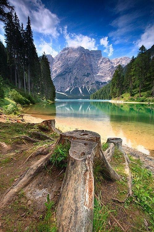 Lake Braies, Italy http://t.co/GubAoTP6DE
