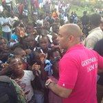 Les jeunes de La Chapelle acceuillent Le Premier Ministre. Journée de travail à La Chapelle. http://t.co/dSfMEBNt8w