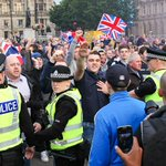 RT @racybearhold: More Nazi salutes. MT @mark_barbieri Loyalists intimidate #YesScotland #GeorgeSquare. Welcome to new union #indyref http://t.co/4CQ2YBvn51