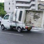 軽トラって荷台に軽トラ乗せて運べるんだな。 http://t.co/COMuv3Dwz2