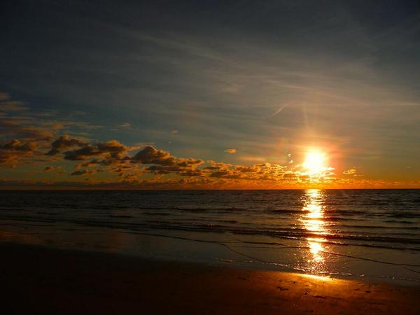 RT @Andgispert: El atardecer en la playa (Seaside, California) http://t.co/vFJqACHGnq