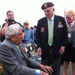 Oude helden ontmoeten elkaar weer bij herdenking De Oversteek Nijmegen: Megellas en Burriss. Zij zaten in de bootjes. http://t.co/Xc2uCQlpj8
