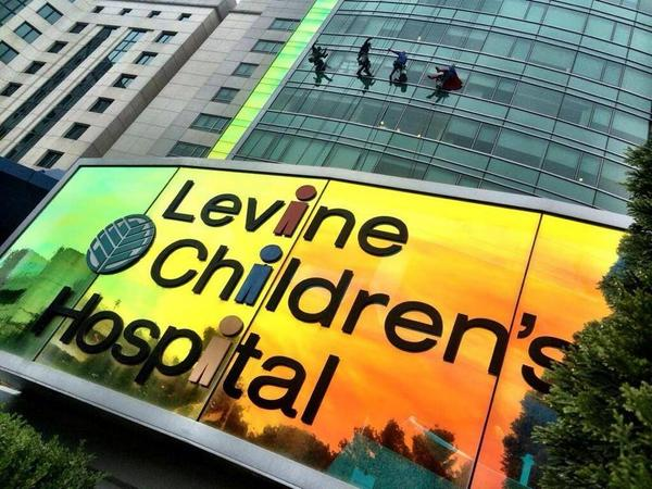 And this is how they clean the windows at the Levine Children's Hospital in #Charlotte Dressed as Superheroes. http://t.co/BztEeWEUWI