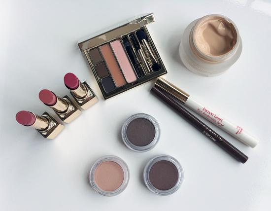 Getting ready in the morning w/ @ClarinsNews Ladylike Collection for Fall. http://t.co/dvgH4EnQxp #beauty #makeup http://t.co/k2hsvgoPlX
