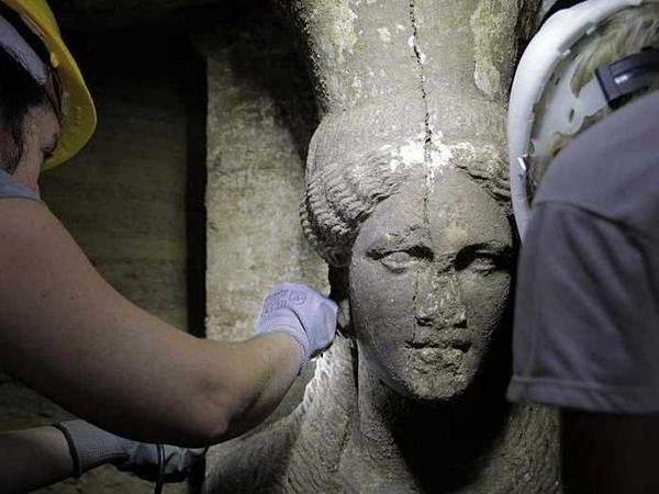 Biggest #Greek #tomb found is from 356 BC & may be untouched w/ #treasures intact http://t.co/LQD9oIVmb4 #archaeology http://t.co/zy2vjLfqEc