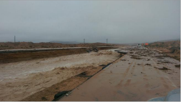 Andrea Butera (@AndreaButera): Wow.  MT @LasVegasSun I-15 is totally washed out near mile marker 92. Pics: http://t.co/6vQuglSKbe  http://t.co/6aJmnnNL6C cc: @JimCantore
