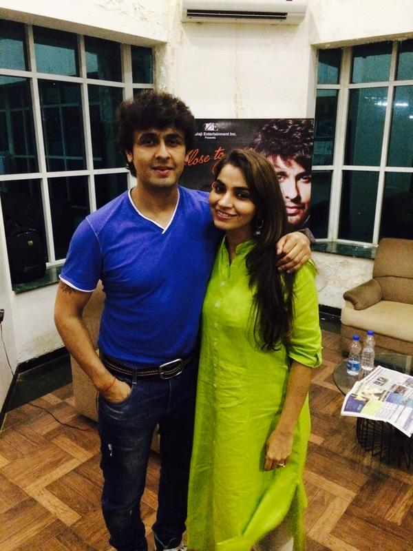 Don't miss the epic madness. #Guzzler only on fever 104 fm.. Sunday 9 pm... With the fabulous @sonunigam & Ghazals!!! http://t.co/gC7HlWZ8Nd
