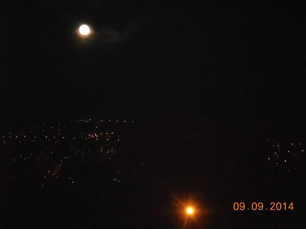 Excelente amanecer con la luna saludando, así que... ¡despierten yá! #EnergíaPositiva. @AlAireOBED http://t.co/gw5QKrrOx7