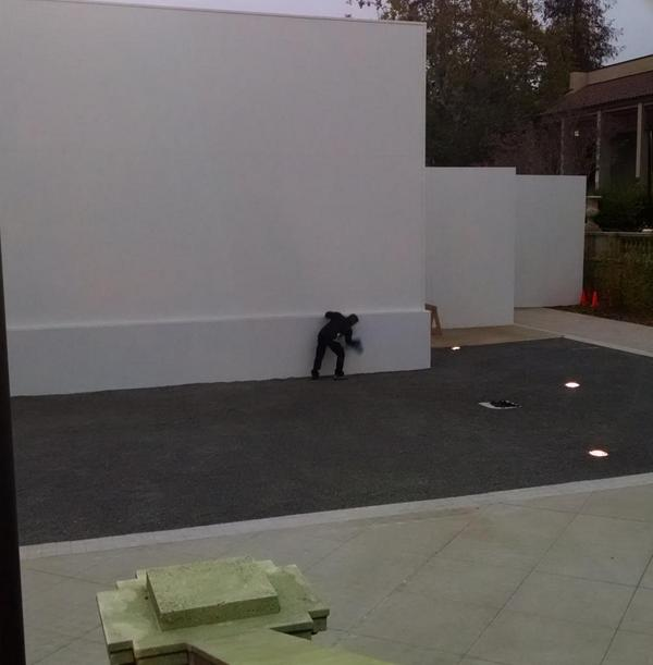 Sweating the details: there is a guy wiping the morning dew off if Apple's giant event structure http://t.co/2zQxnOEsxB