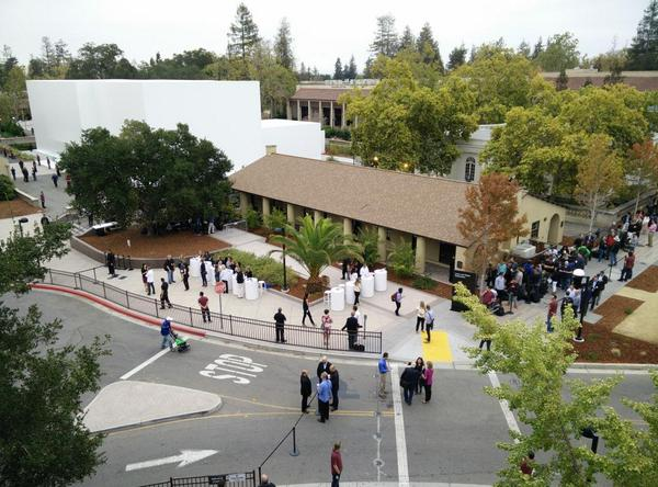 The overhead view at Apple: http://t.co/d45i8MR5fZ