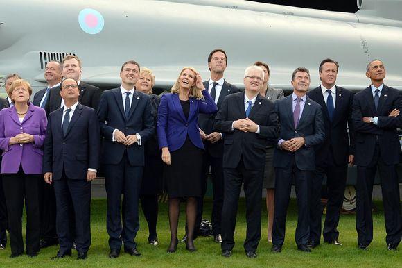 La prétendue fausse photo de Hollande était bien vraie, et celle présentée vraie était fausse http://t.co/FvOrK3HQad http://t.co/0ICKLlkGvd
