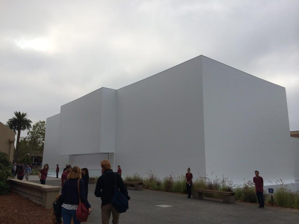 What's inside the big, white box? #AppleLive http://t.co/4ilEeJb9JG