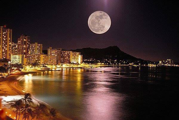 今日もありがとうぅ。Hawaiiのスーパームーン…皆に柔らかいスーパームーンのパワーが届きますように*✧Thank u for everything.Sending Hawaiian super moon's power for u. http://t.co/RI1dxaFpTU