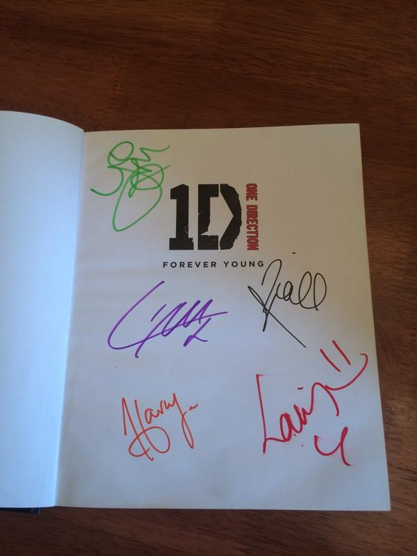 ***GIVEAWAY***  GENUINE HAND SIGNED ONE DIRECTION 'FOREVER YOUNG' BOOK  ENDS 18TH SEPTEMBER 9PM UK TIME  RT TO WIN