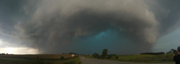Wow! Storm in Nebraska - RT @langekelly7 South bound on 75. #newx http://t.co/fiLhsUIDnK