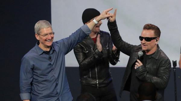The official Apple fanboy handshake has just been created. http://t.co/bNT3Nu9Ktp