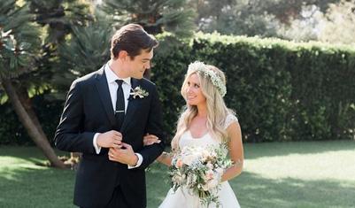 """アシュレイ・ティスディルが結婚!おめでとう!@AshleyTisdale is MARRIED! See the gorgeous pics here: http://t.co/5I1Qpo17UO http://t.co/32C9Q39gfR"""""""