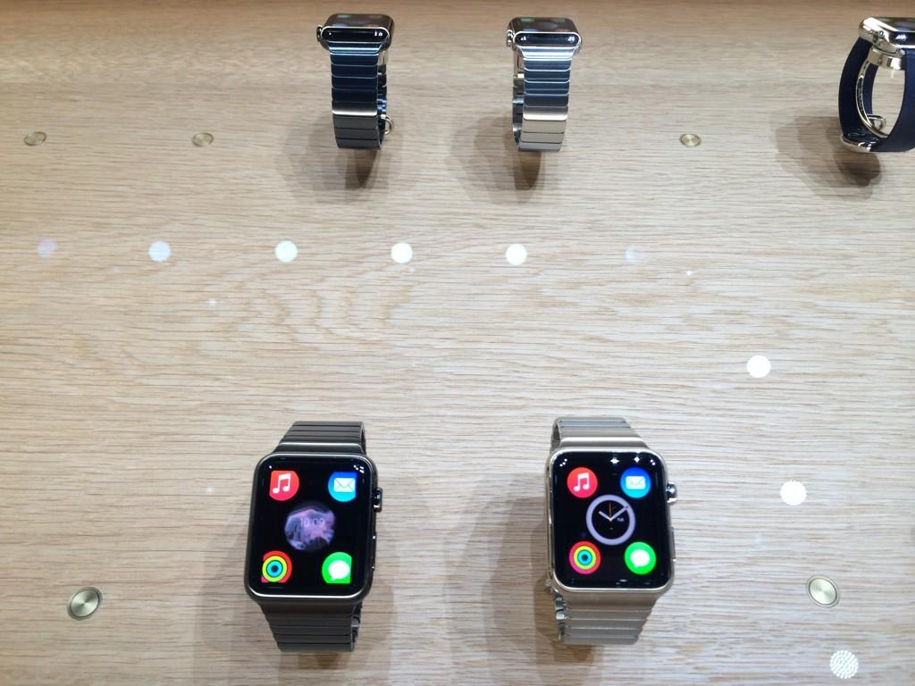 More photos of the Apple Watch up close #AppleLive http://t.co/2wJzEIBo2Y