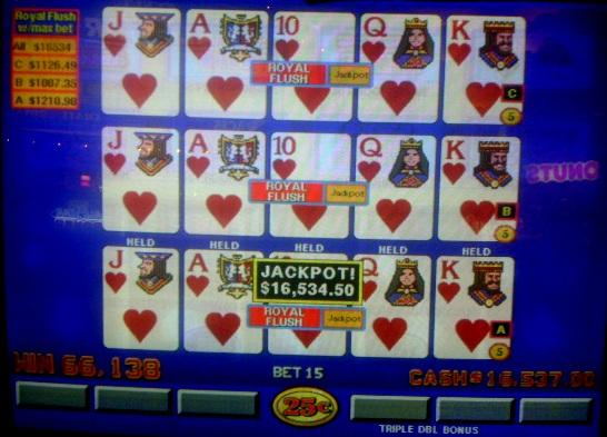 That many hearts can certainly make someone feel loved! Congrats to a lucky local on this great quarter jackpot! http://t.co/UMH1FD9Nks