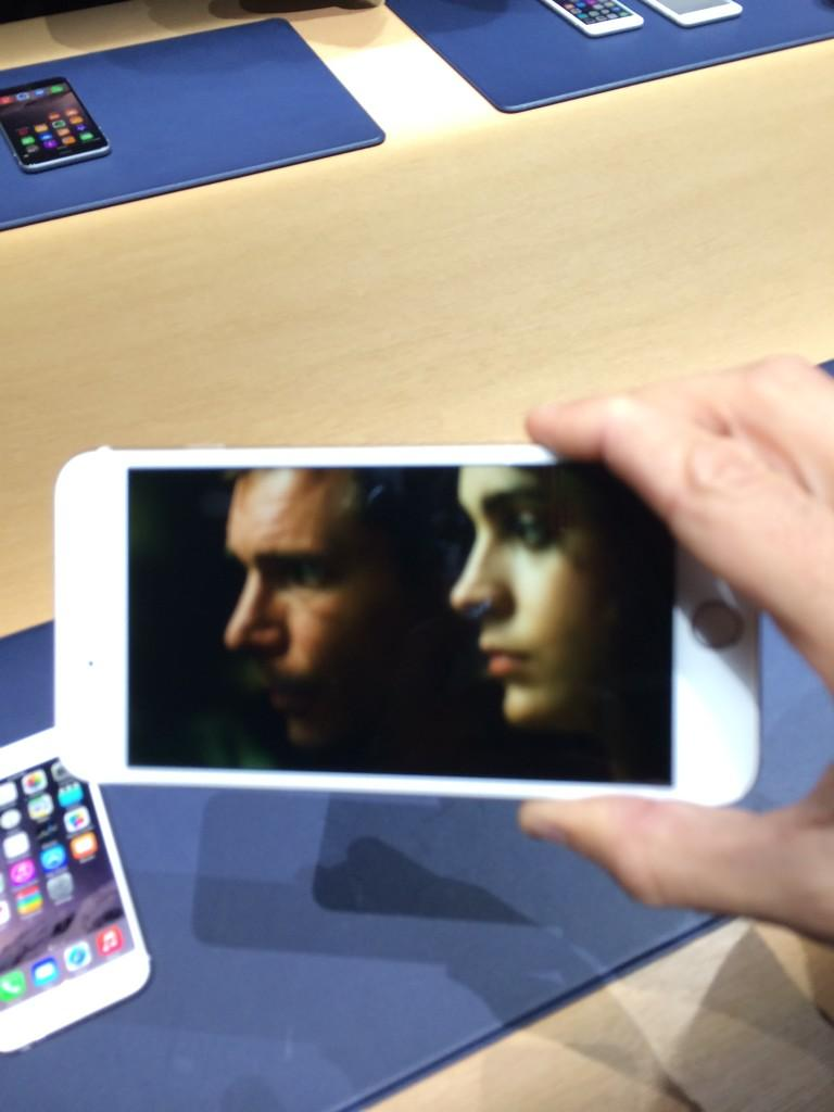 Just because: This is what Blade Runner looks like on the #iPhone6 Plus' massive screen http://t.co/BeV9k7Mhqj @TIME http://t.co/vy9uVHVjow