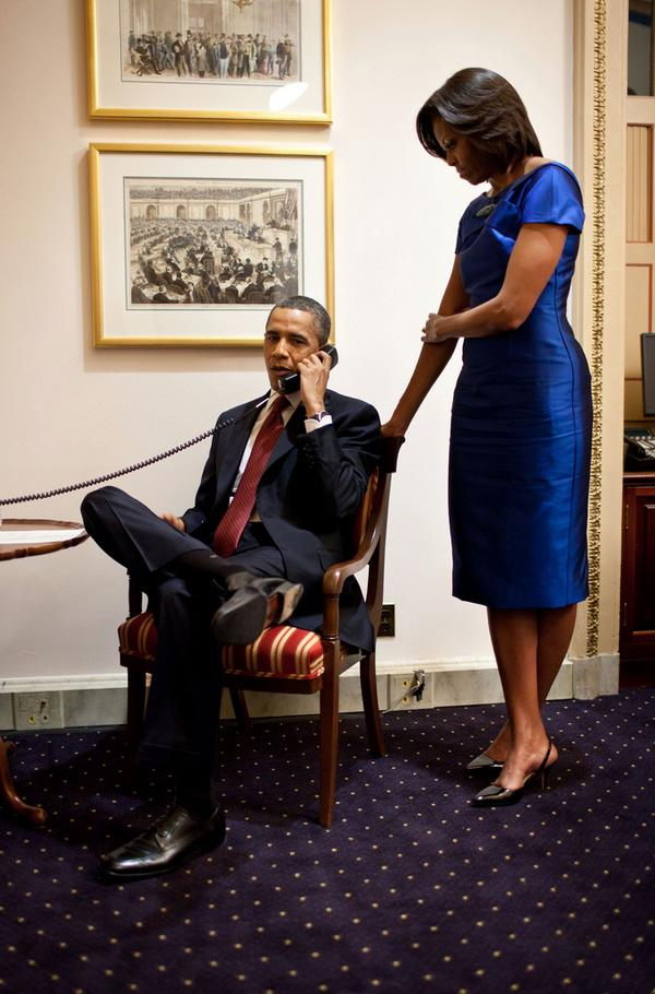 Photo: Michelle and Barack tell a dad his daughter has been rescued from Somalia by Navy... http://t.co/ssLZwx1cFQ http://t.co/9MtTNJALxd