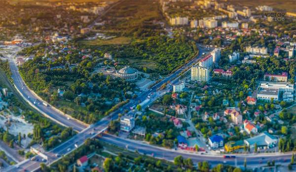 Beautiful Chisinau. Worth sharing. A photo by Victor Pictor http://t.co/y22UAf2006