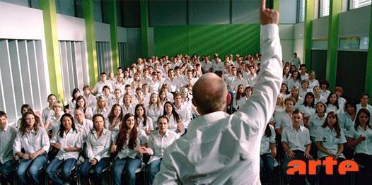 Dans un lycée, une expérience pédagogique sur le totalitarisme vire au drame... http://t.co/oVfQ14A80S #LaVague http://t.co/ea3vb6KKb0