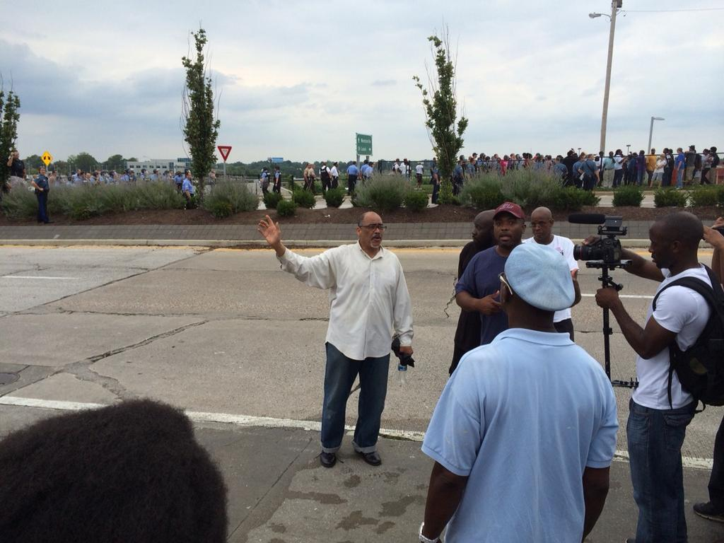 Community leaders now saying to move protest to #Ferguson jail. http://t.co/Fi8JM4NhK4