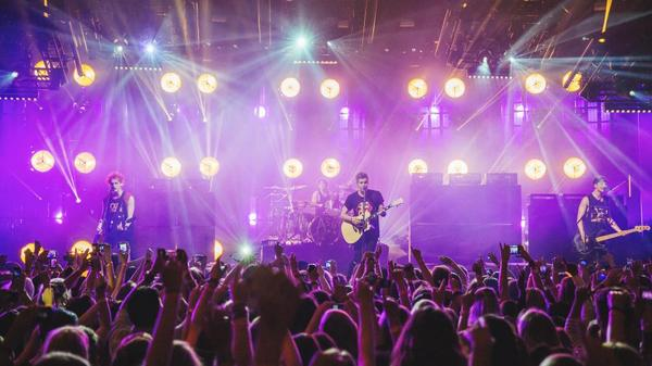 TONIGHT — 5 Seconds of Summer (@5SOS) *SOLD OUT*! Doors open at 7pm. Get more info at http://t.co/Q2b7NuTdzN http://t.co/i9p3cwNyMk