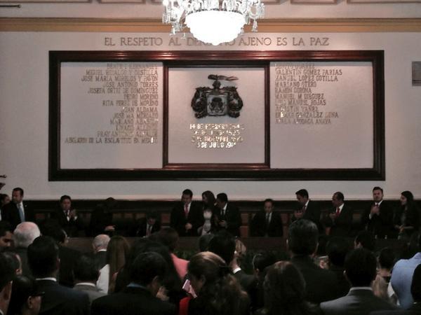 El Gobernador @AristotelesSD acompaña al Presidente @ramirohdezg en su segundo #InformeGDL. http://t.co/kfczTisu1g