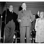 Camillien Houde et Maurice Duplessis consacrent leur réconciliation lors dune assemblée, 1948 #histoire #polqc http://t.co/wuGLf0bAAV