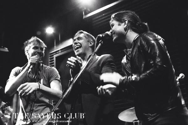 What a surprise having @hansonmusic take the stage with @thePaulMcDonald last night! http://t.co/WgUUY4Z8q8
