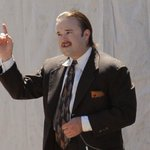 RT @comingsoonnet: .@HaleyJoelOsment is looking gloriously bizarre on the set of @ThatKevinSmith's #YogaHosers! http://t.co/q5onRkJ4vH http…
