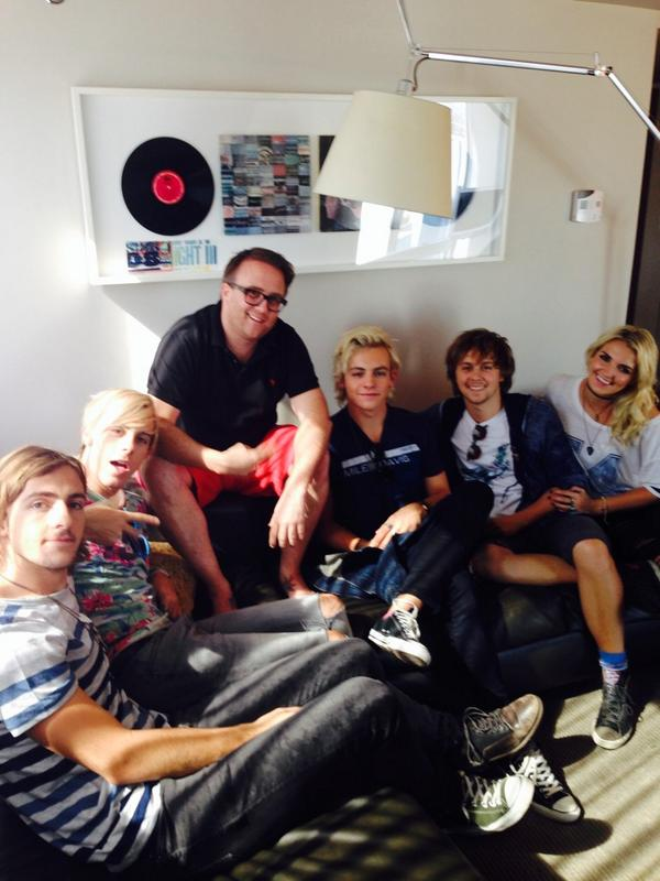 And then there were 6 @officialR5 @rikerR5 @rockyR5 @rossR5 @rydelR5 @ratliffR5 #r6 #la http://t.co/pLlMMRPCW6