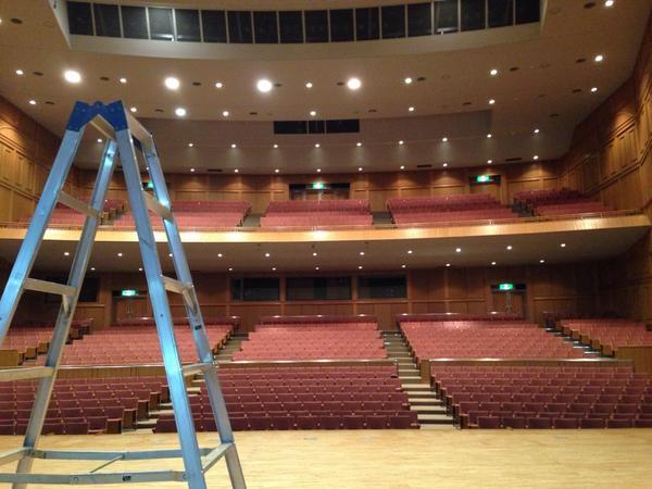 中標津高校生公演終了。楽しんでもらえたなら嬉しい。なんかよくわかんねーな〜と思っても、数年後ふとした時に思い出してくれたら良いな。サッとバラしも終えて、明日の公演地、帯広に向かう。 http://t.co/LVoi86KDnt