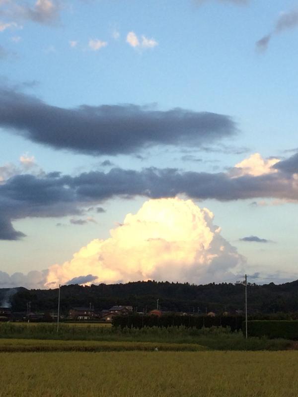 あの雲の下、スゴイことになってそう。 http://t.co/zSGVF5hwx5