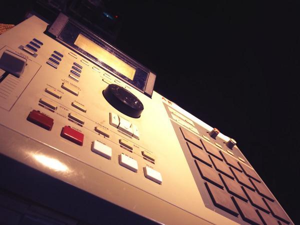 Weapon of choice #MPC #AKAI #akaiMPC #MrBangladesh #MrAmili #studio #studiolife #producerlife http://t.co/WrDqTUcH23