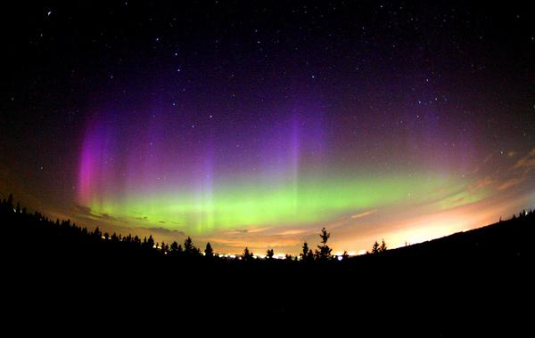 Whip Out Your Telescopes: The Northern Lights May Appear Tonight and Tomorrow in the PNW http://t.co/b4qgRc8tRA http://t.co/TbREP8xvnm