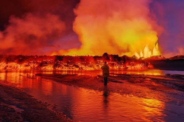 Lava flow and massive smoke plumes near #Bardarbunga #volcano, #Iceland http://t.co/NQLmrkyyZY http://t.co/1IrLT5z5MZ