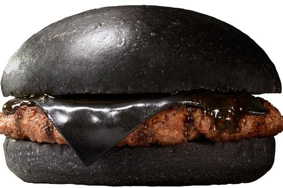 Back in Black @BurgerKing Japan with black buns, black sauce, black cheese & black-pepper beef http://t.co/KG1XvCW4kY http://t.co/rg5KQjVNqY