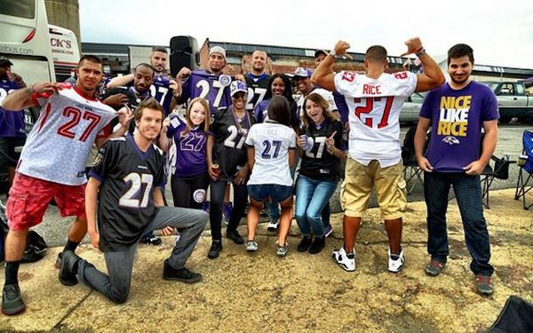 Apparently Ray Rice has a fan club at the Ravens-Steelers game. http://t.co/AsYC4AGcbw http://t.co/JazkeBusNy
