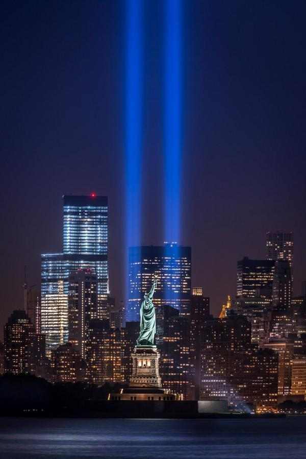 Tonight's Tribute In Light #NeverForgetSeptember11 @EverythingNYC http://t.co/y8ZnjxzfOS
