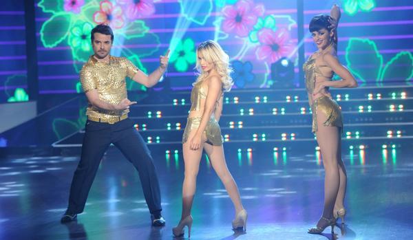 Exitoina (@exitoina): La gran noche de @laliespos en ShowMatch http://t.co/X1iDSUmPVc http://t.co/iPBKY9zu7Y