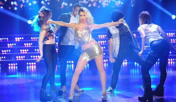 """Exitoina (@exitoina): El vibrante show de @laliespos en """"Bailando"""" http://t.co/mGou8XX7UZ http://t.co/HlahR1Zxct"""