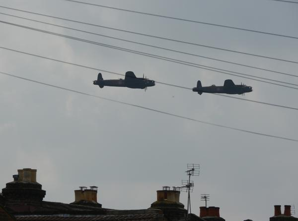 #2LancsUK over Southampton Aiprort! #BBMF #CGVRA @RAFBBMF @LancsBomberAle taken from my garden http://t.co/Xlcr7LdxDy
