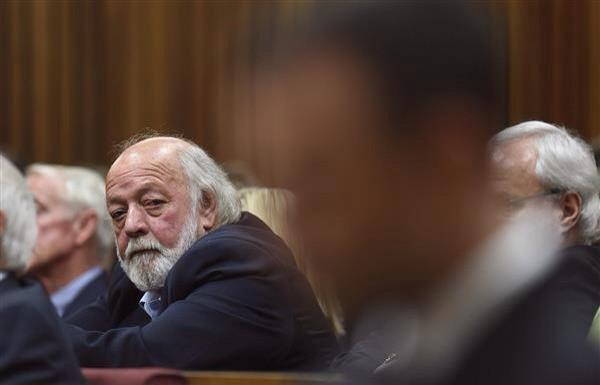 At the essence of it all... this photo of Reeva's dad glancing at Oscar. (via @iamSivN) http://t.co/HeVBqzgvTJ
