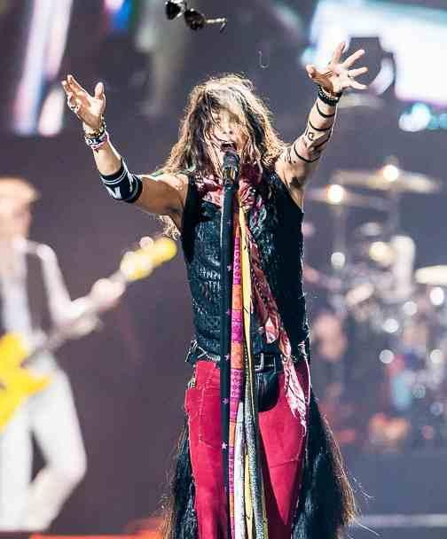 Steven Tyler & The Magnificent Flying Sunglasses, coming to a theatre near you soon http://t.co/YWOfwTJeDX