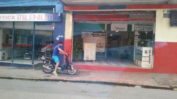 Olha aí o autor da infração e falta de respeito aos pedestres @cbnrecife @CTTU_Recife @CBNTRANSITO http://t.co/R09yb2ZqSF