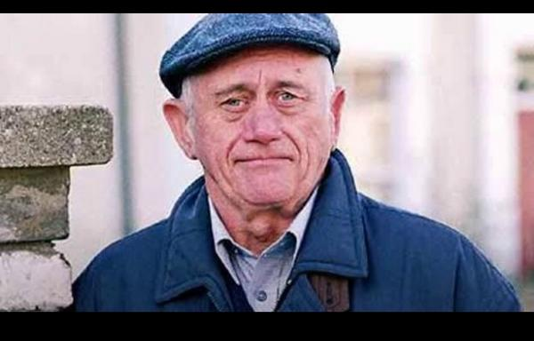 Just woken up to the sad news about ( my grandad) branning!! actor John Bardon has passed away. RIP lovely man.